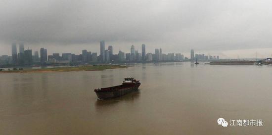 加快抚河和赣抚平原西总干渠水源地保护;