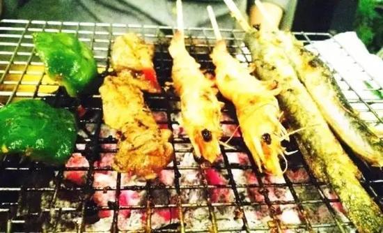 蓝水餐厅主打海鲜和火锅
