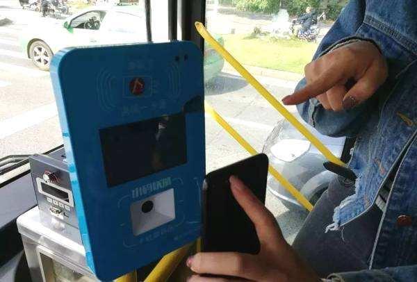 先坐车后付费 南昌公交可用支付宝扫码乘车了