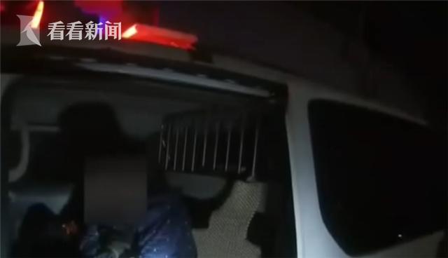 尴尬!男子行窃时手被车窗夹住 呜咽报警求助