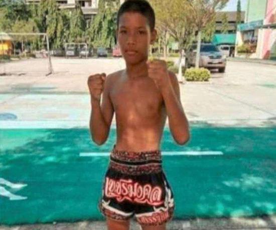 13岁的少年阿努查·塔萨科。