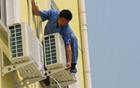 空调安装工跌落时扯住房主 房主随之跌落多处骨折