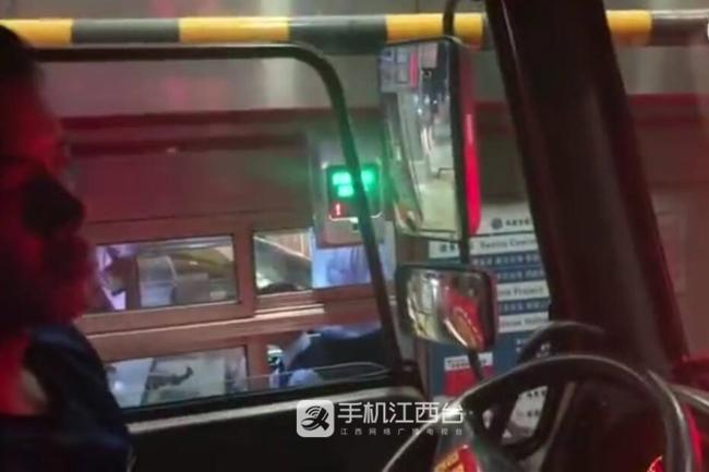 南昌消防车过收费站被拦15分钟?回应:停留8分40秒