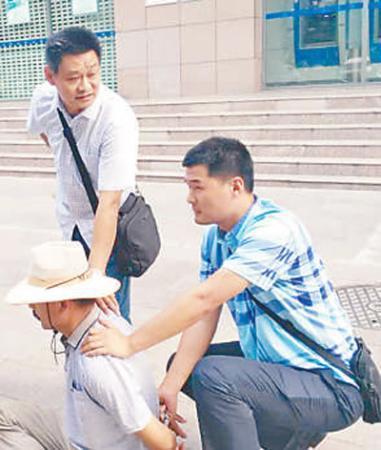 民警在查办涉黑案时牺牲 倒下时保持着奔跑姿势