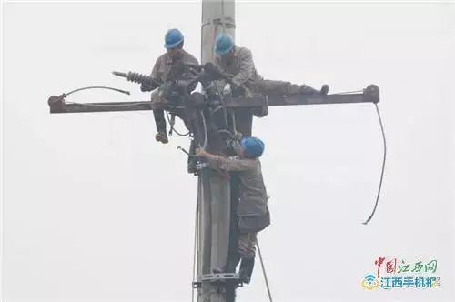 电力抢修工人