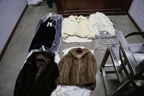 时髦女子竟是惯偷 家中藏皮衣、名包数十件