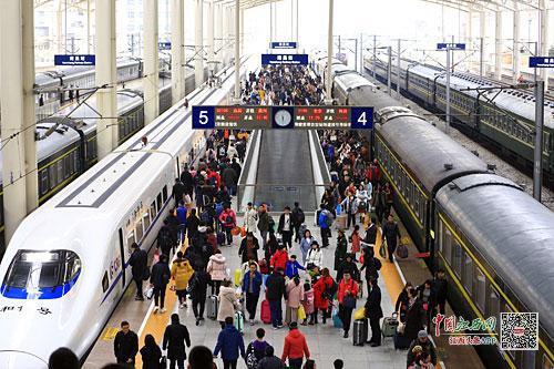 南昌火车站站台 江南都市报全媒体记者许南平摄