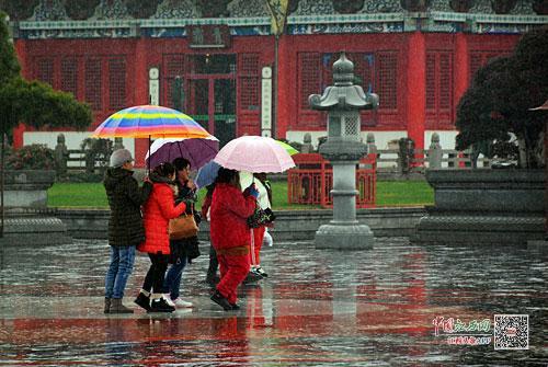 雨中的滕王阁景区 江南都市报全媒体记者许南平摄
