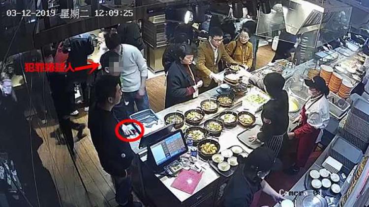 """餐厅排队""""顺手牵羊"""" 男子盗窃手机被刑拘"""