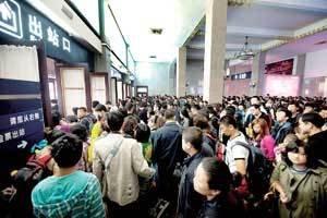 """""""中秋""""小长假期间南铁预计发送旅客319万人次"""