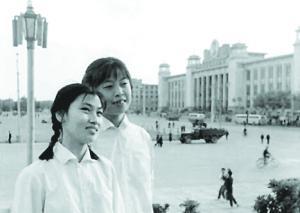 上世纪70年代的人民广场,是市民拍照合影必到之处