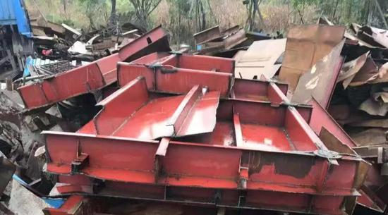 70吨价值95万工程船不翼而飞 小偷将其当废铁卖掉