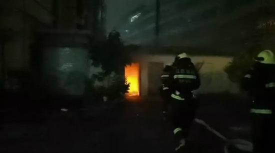 又一辆电动车着火!这种事不要再做了