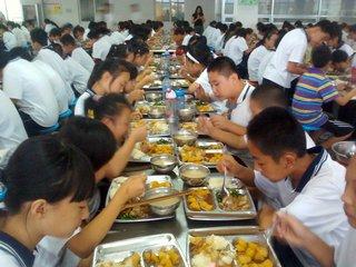 江西:中小学生集中用餐坚持公益性和自愿原则
