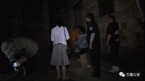 万载一拆迁房内竟是卖淫嫖娼窝点 一对男女当场被抓