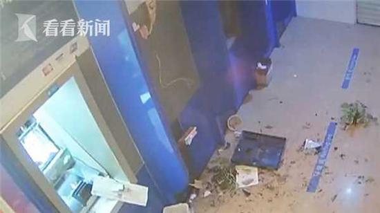 江西醉酒男子取钱操作不当卡被吞 狂砸4台ATM机出气