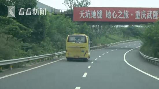 大巴高速上违法被查 司机怼交警:何必那么认真