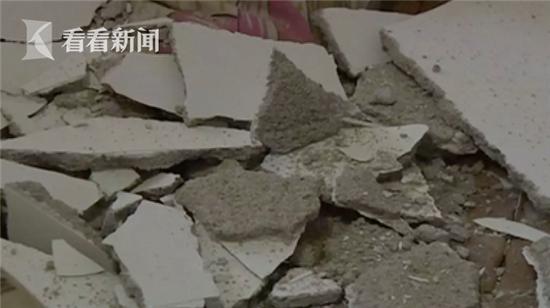 楼上装修太猛震坏楼下天花板 家中老人险被砸