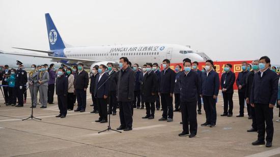 ↑江西举行欢迎仪式,各界代表迎接英雄回家。