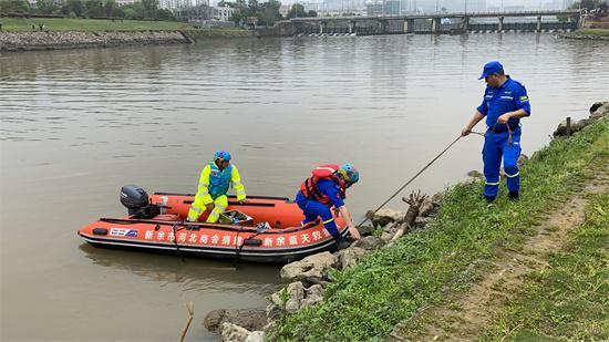 3月24日,新余市救援队伍在孔目江重点水域搜寻失联者。新京报记者祖一飞 摄