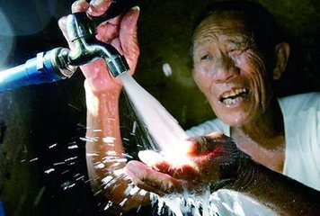 省疾控部门发布洪灾后健康提醒 确保饮水安全是关键