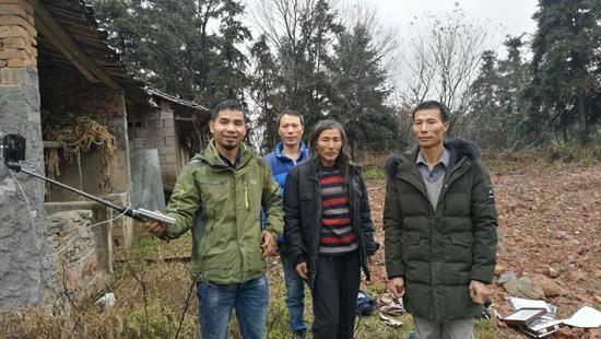 江西男子开直播 奔赴多省帮助38名流浪者找到家