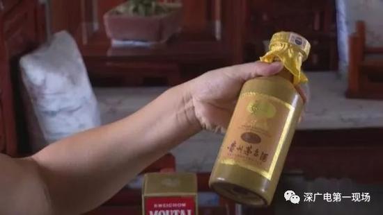 男子花上万元买30年的茅台 7年后拿出来瓶子是空的