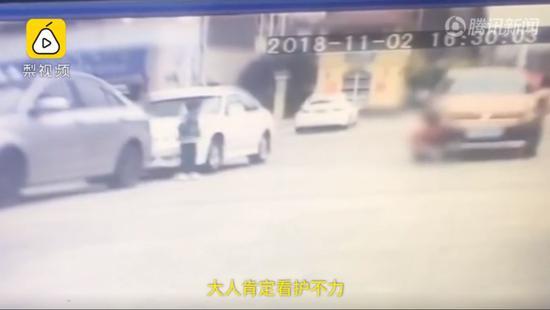 九江2岁幼童遭车碾压 交警判定:家长主责!