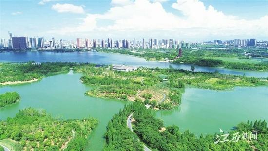 象湖湿地公园风景如画