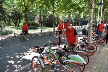 南昌创新共享单车停放管理模式 环卫工协管共享单车