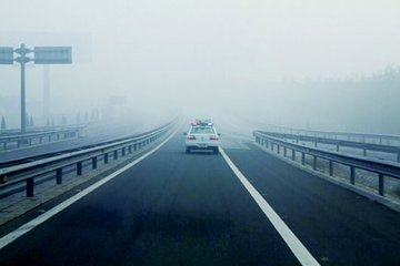 """""""雾""""必小心 江西高速进入团雾高发期"""
