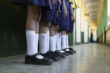 女教师让学生罚站 被学生爸爸抓到派出所关7小时