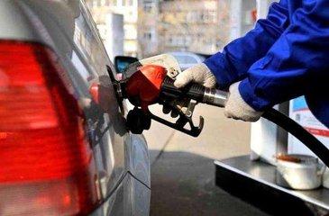 """成品油价格迎年内首次""""4连降"""" 加满1箱油少花5块钱"""