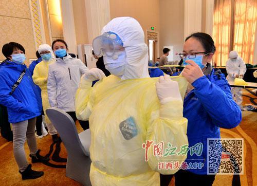 2月18日,江西支援随州市医疗队第三批到达的126名队员,进行了为期一天的培训,为到抗疫临床一线做好充分准备。本报特派首席记者杨继红摄