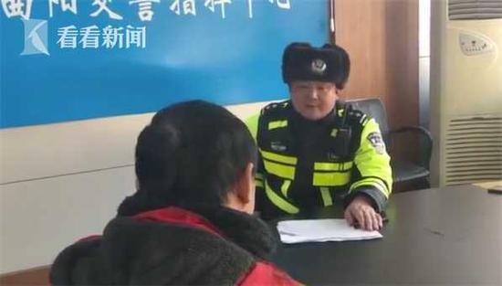 网友纷纷点赞:民警执法有力度更有温度。