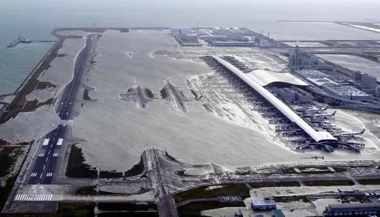 机场近3000名旅客被困,