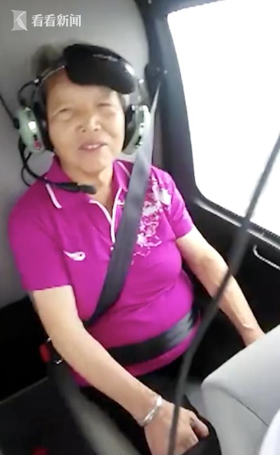 老人过80大寿 儿孙花3万租直升机带其俯瞰家乡