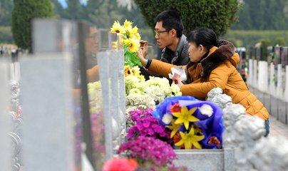 江西:清明祭扫严禁公墓区等区域焚烧纸钱、燃放鞭炮