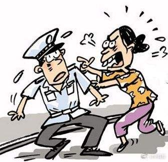 女子不配合安检并辱骂殴打安检员和旅客被行政拘留