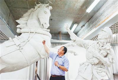 用镜头为重大主题雕塑丰富文献