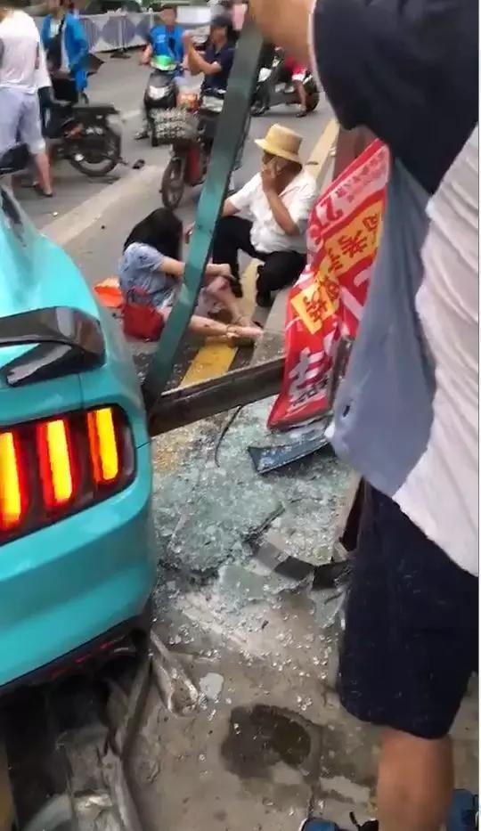 跑车撞人!12人受伤!南昌交警最新通报来了