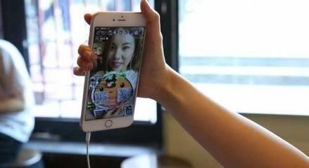 女孩打赏主播5万 平台:证明是小孩自己消费才退款