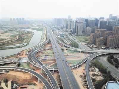 4月11日,南昌市怡园路立交开通E、F两条匝道口。记者 洪子波摄