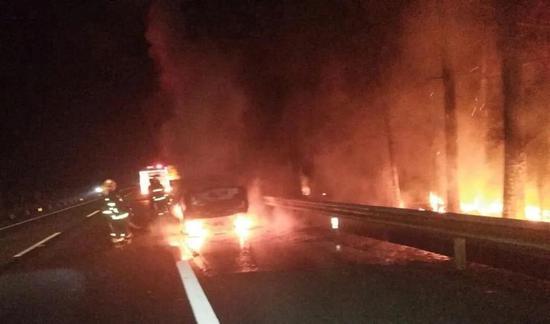深夜6小时紧急处置2起事故 消防员在返程途中睡着了