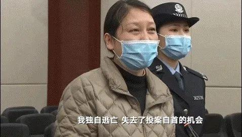 一审首次开庭时,劳荣枝在法庭进行自我辩护