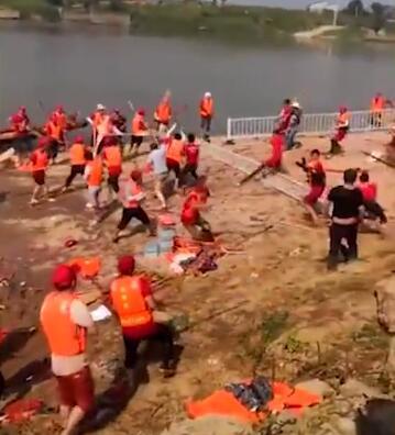 端午节南昌两龙舟队群殴:村民持船桨互拼 4人受伤