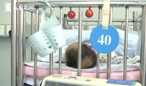 二胎宝宝刚出生 妈妈看了眼却瞬间崩溃