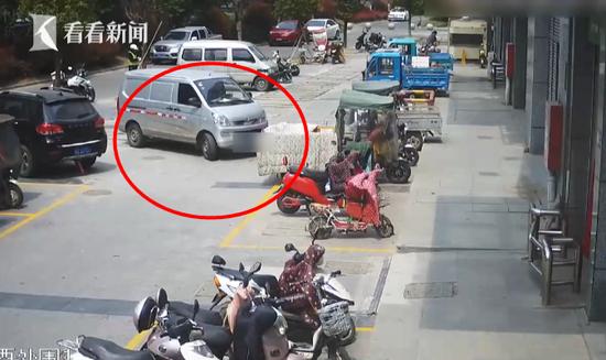 男子违停被贴罚单 他竟拔走警用摩托车钥匙泄愤