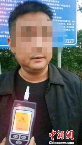 男子两次酒驾被警方查处 两年不得重新取得驾照