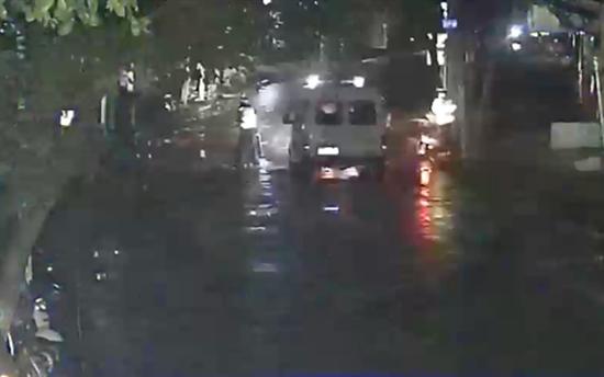 办案民警抵达事故现场